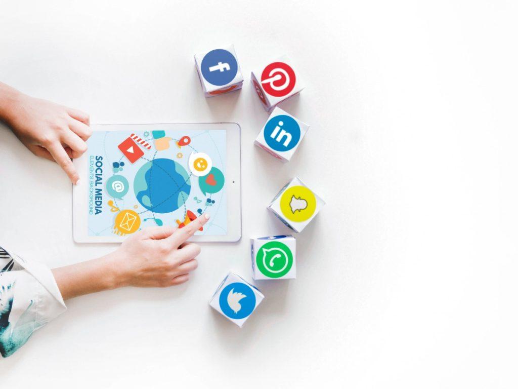 Réseaux sociaux : Les dimensions et enjeux